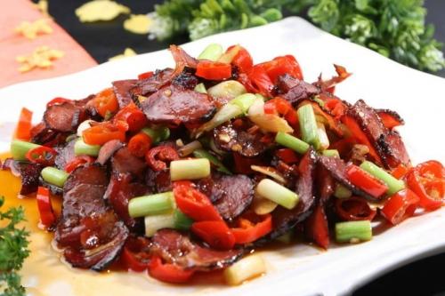 湘菜最大的特色一是辣,二是腊