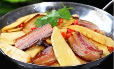 锅仔冬笋炖腊肉