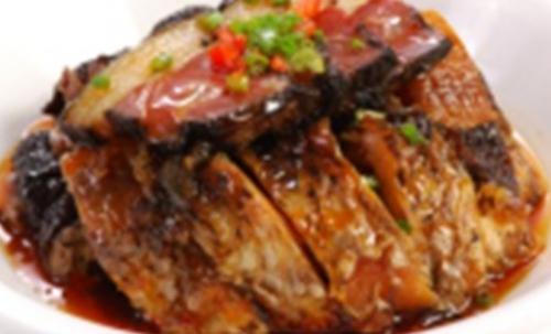 腊鱼蒸腊肉